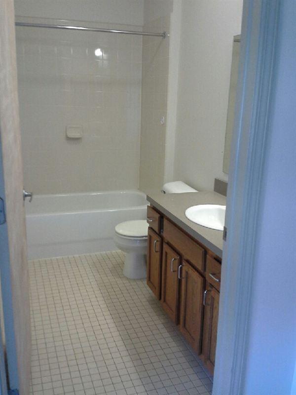 Beacon Square Pontiac MI Bathroom