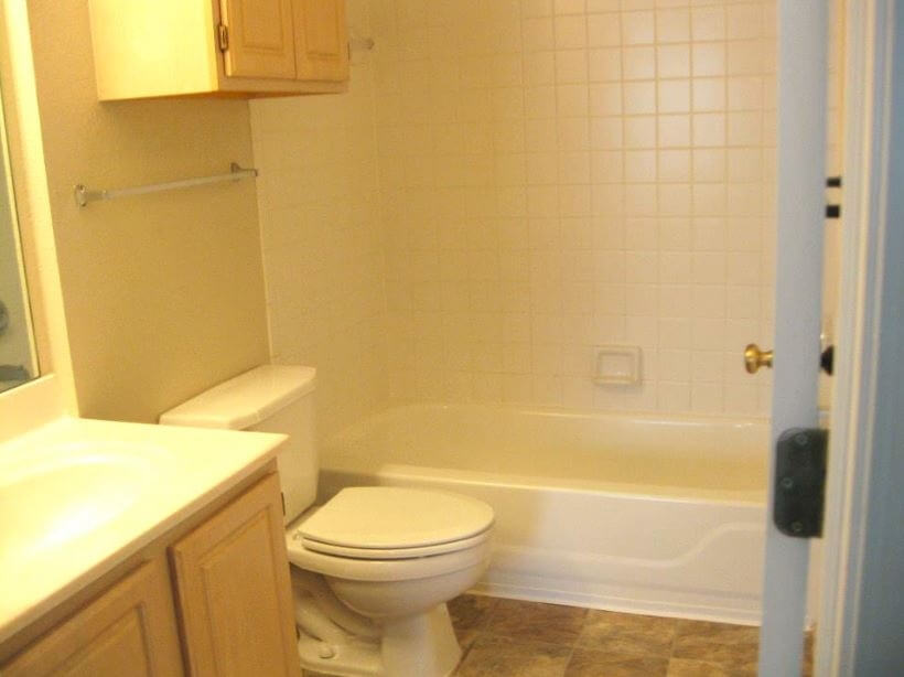 Clear Creek Apartments North Manchester IN Tub Shower Combo