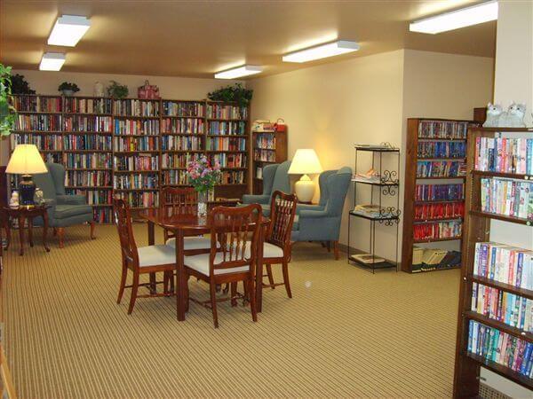 Dauner Haus Fenton MI Apartments Library